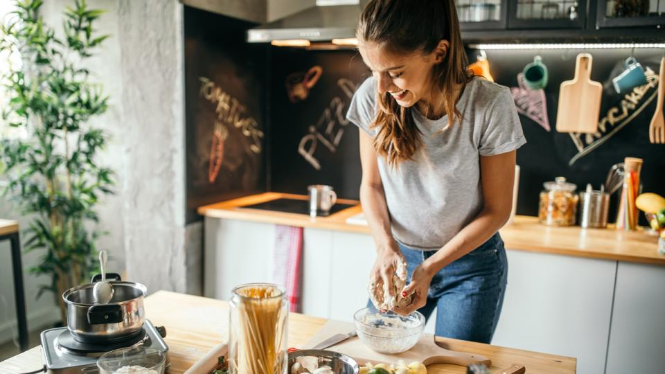 готвене храна жена кухня
