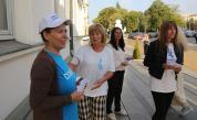 Медсестри посрещат депутатите с палатки пред НС