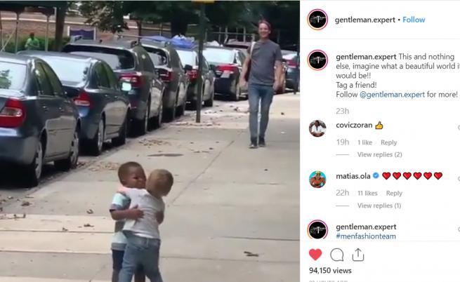 Видео с две деца стопли сърцата на хиляди