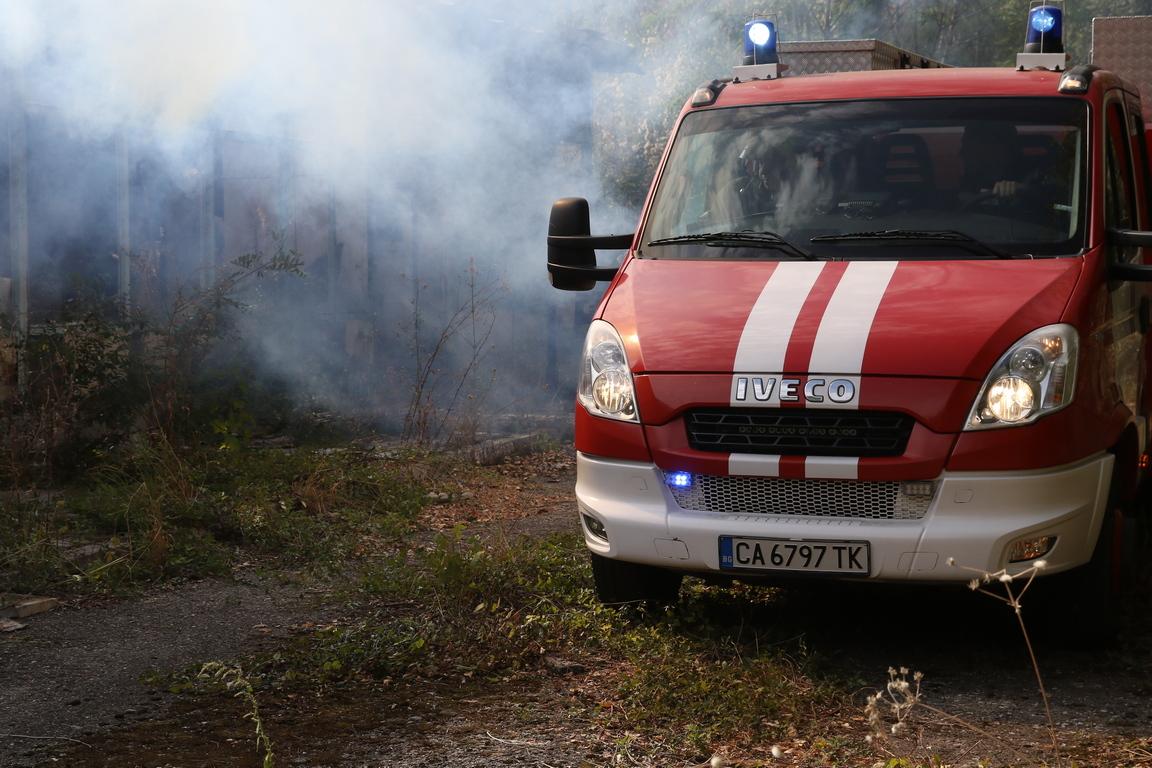 <p>На 12 септември 2019 г. в района на Националния учебен и логистичен център на БЧК (НУЛЦ) и полигона на ГД &bdquo;Пожарна безопасност и защита на населението&ldquo; в с. Лозен, екипи за действия при бедствия и кризи на Българския Червен кръст и на Единната спасителна система на България (ЕСС) демонстрираха реакция при едновременно възникнали инциденти на различни локации след мащабно бедствие и спасяване на множество пострадали.</p>