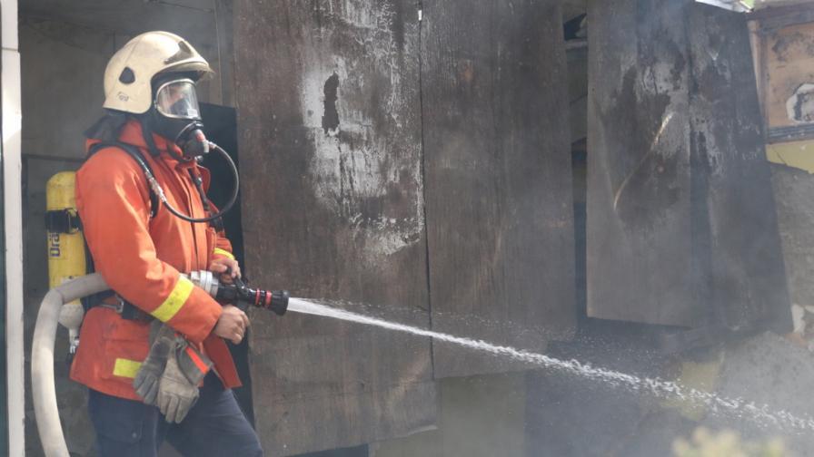 Пожар пламна в болницата в Кърджали, пострадали