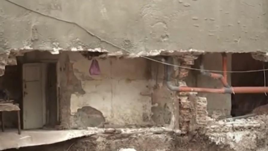 <p>В Бургас: падна стена на сграда заради строеж на друга</p>