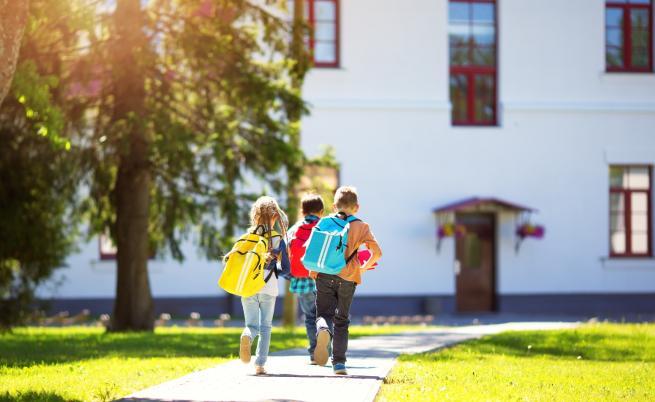 Най-малкото училище в света, в което учат две деца