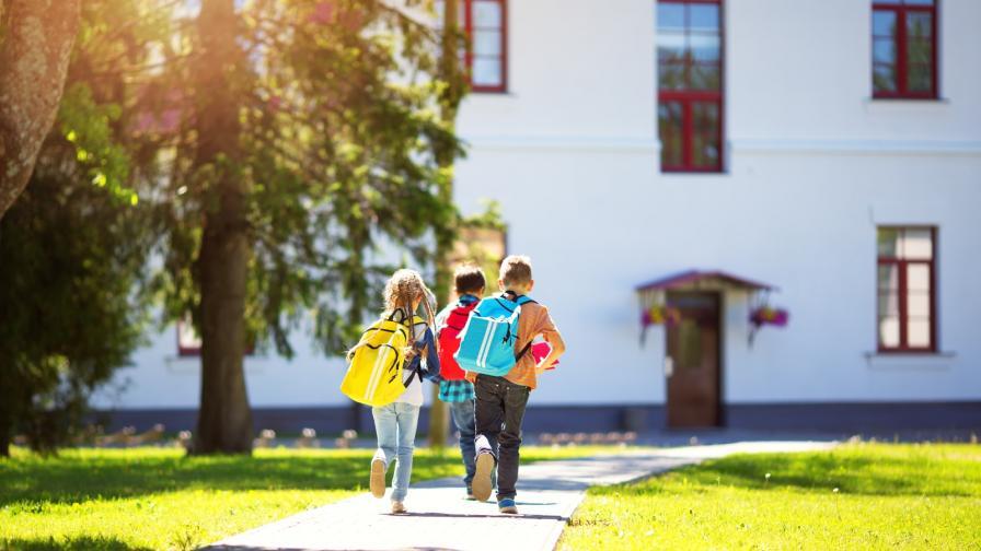 <p><strong>Най-малкото училище в&nbsp;света</strong>, в което учат две деца</p>