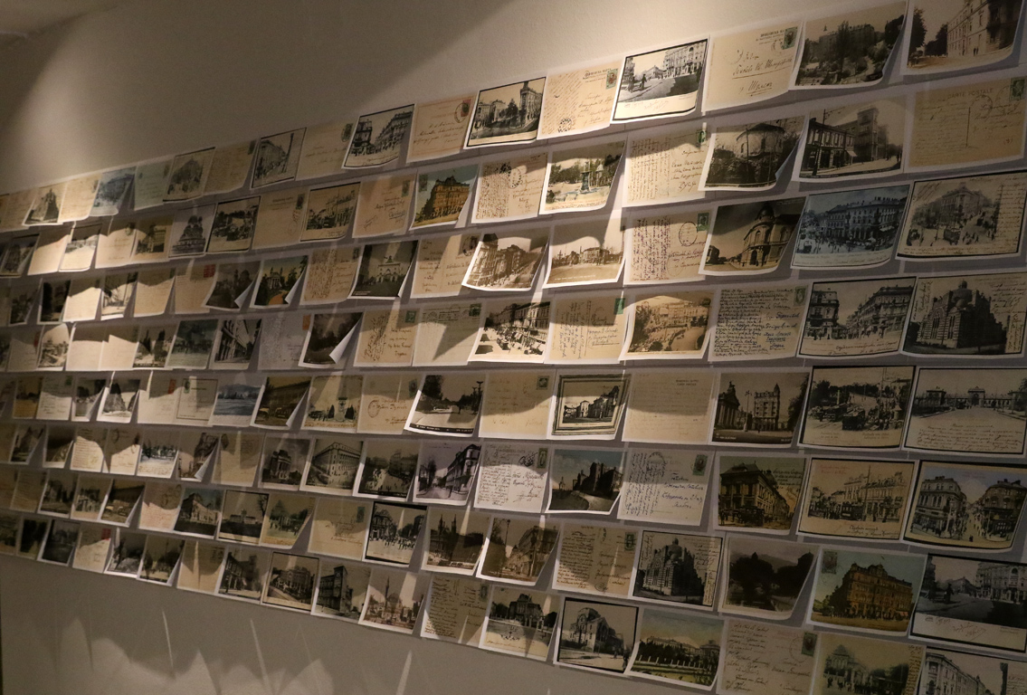 <p>Отминалото, вълнуващо време след Освобождението, културният разцвет между двете световни войни, историческите събития около 1944 година, противоречивото социалистическо минало и вълненията на съвременните автори са само част от темите в изложбата.</p>