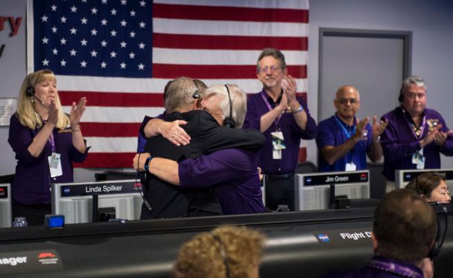 """Екипът на мисията """"Касини"""" по време на изгарянето на апарата в атмосферата на Сатурн"""