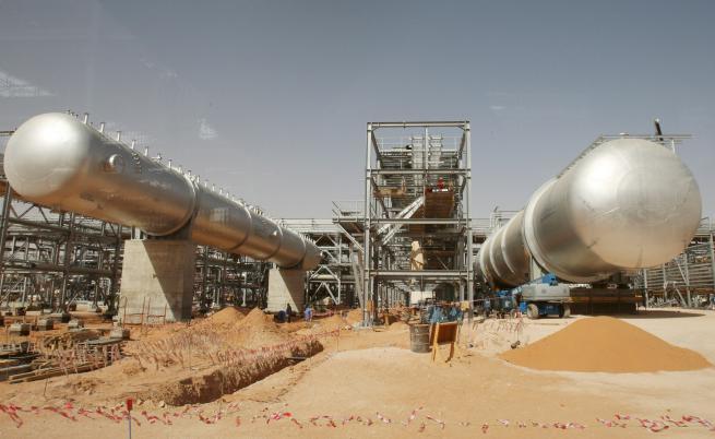 Рекорден скок на цените на петрола след атаките в Саудитска Арабия