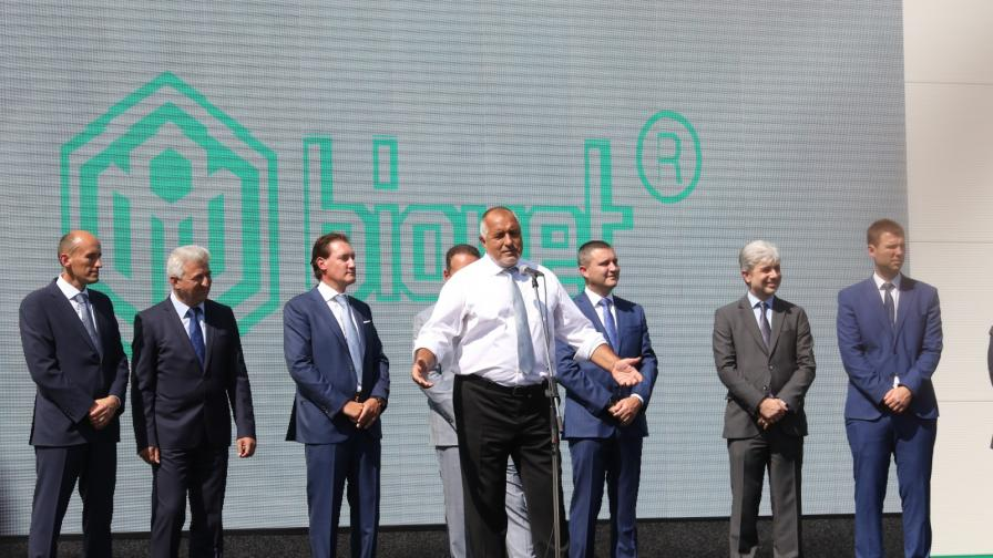 Борисов: Откривам завод след завод по време на рецесия