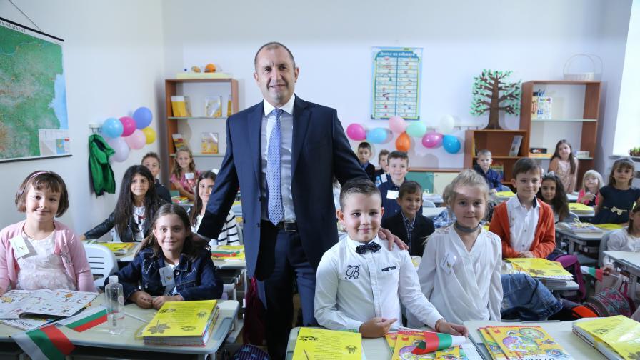 Радев за БНР: Държавата се управлява през нечий телефон. Борисов отговори: Това е саботаж