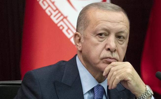 DW: Вижда се с просто око: Властта на Ердоган се разпада