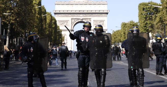 """Свят Над 100 арестувани """"жълти жилетки"""" в Париж Префектът на"""
