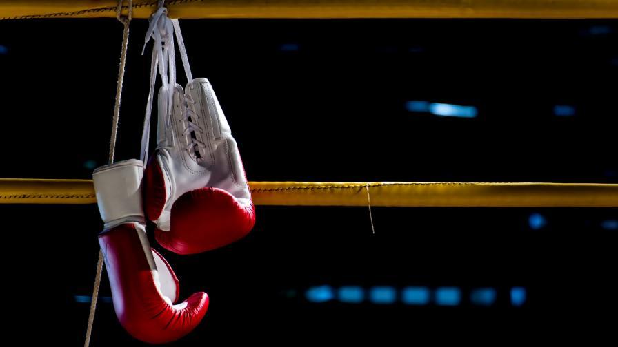 <p>Близки на починалия боксьор: Плащаха му да пада</p>