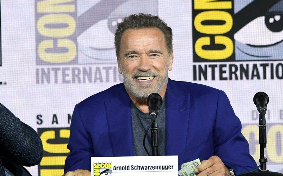 Кинозвездата Арнолд Шварценегер получи неочакван подарък по време на церемонията