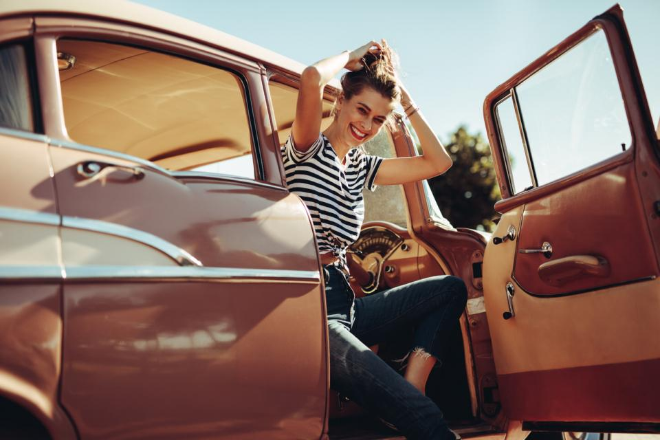жена кола телефон радио