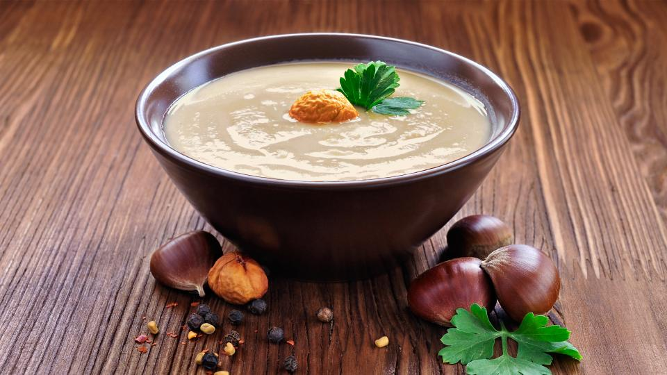 Супа с кестени и гъби