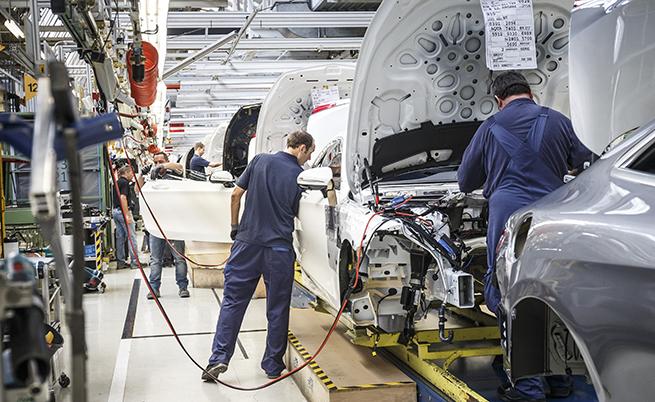 За производството на една S-Class са необходими около 15 000 части и 600 човекочаса.