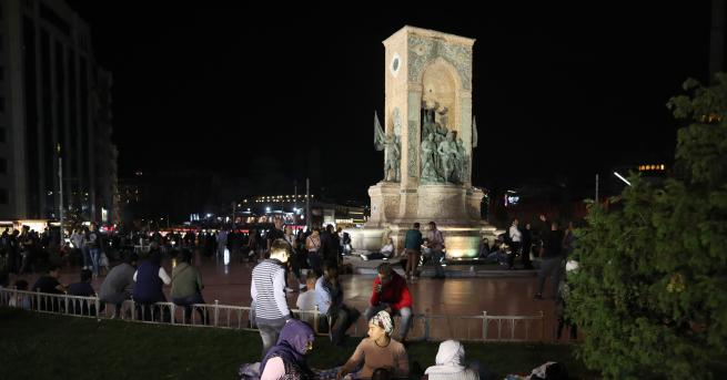 Свят Жертви и ранени в Истанбул, над 100 труса По