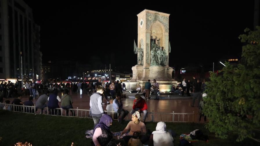 Жертви и ранени в Истанбул, над 100 труса, обявена е тревога