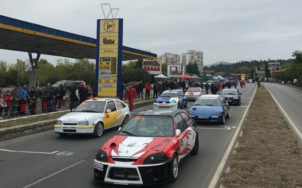 Иван Влъчков с резервния автомобил на писта Стара Загора