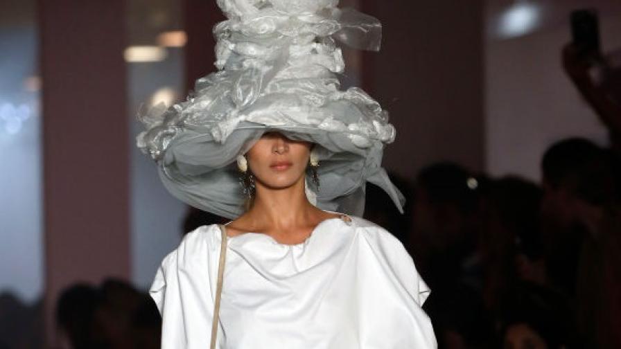"""<p><span style=""""color:#ffbc00;""""><strong>Щурите</strong></span> тоалети на Бела Хадид от седмицата на модата в Париж</p>"""
