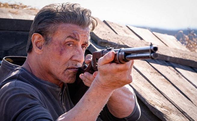 "Насилие, деградация и стереотипи опетняват ""Рамбо: Последна кръв"""