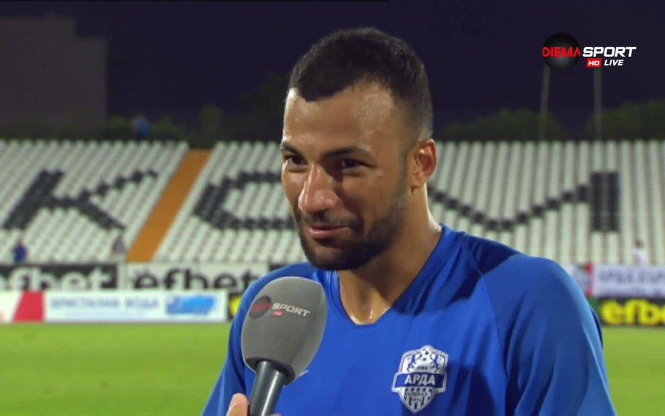 Защитник на Арда с повиквателна за родината си, редом с играчи на Сити и Милан