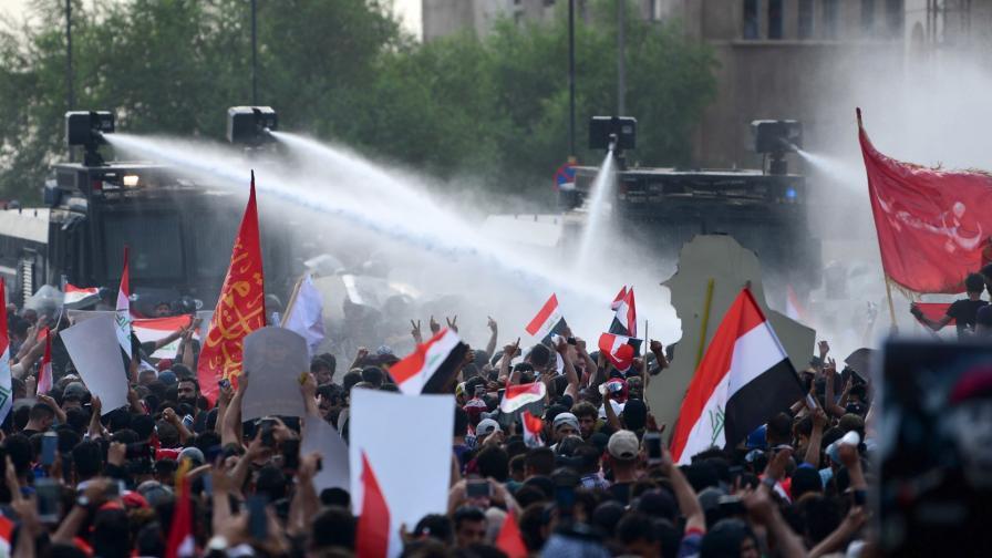 <p>Кървави протести в Ирак, жертви и стотици ранени</p>