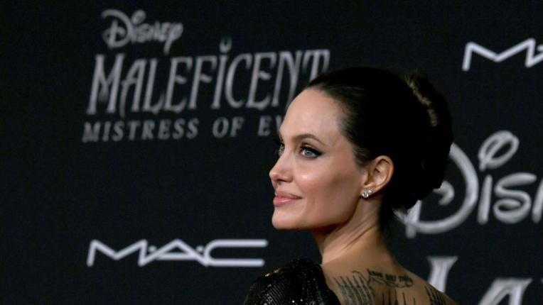 """Анджелина Джоли изглежда зашеметяващо на премиерата на """"Господарка на злото 2"""""""