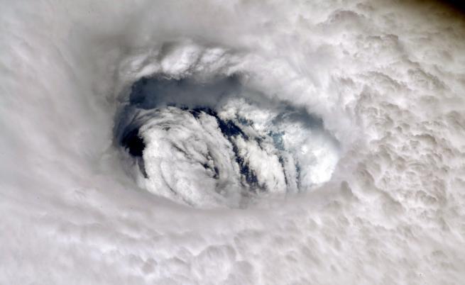 """Чудовищният ураган """"Лоренцо"""" идва към Европа"""
