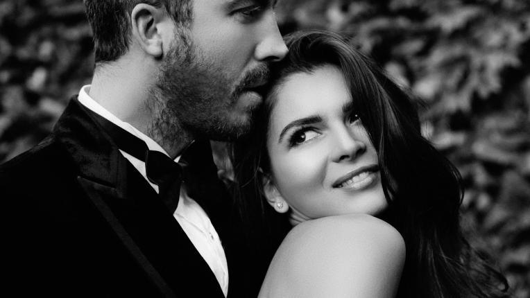 целувка двойка любов