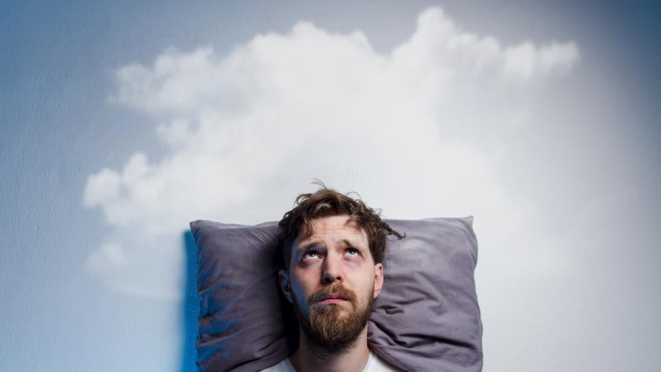 мъж сън спане легло