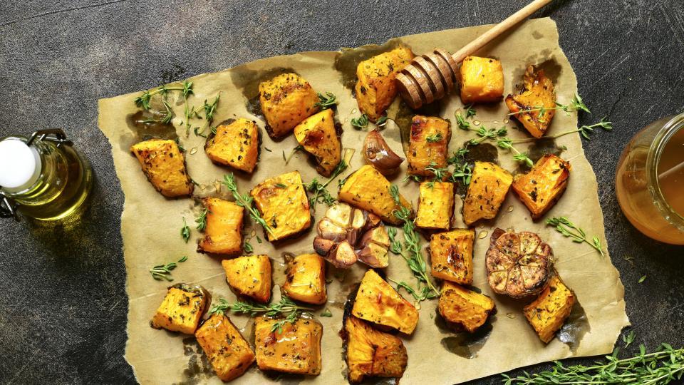 Печени есенни зеленчуци на кора