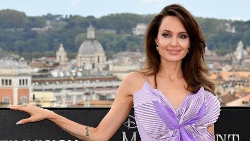 <p><strong>Анджелина Джоли</strong> проговори за Брад&nbsp;Пит</p>