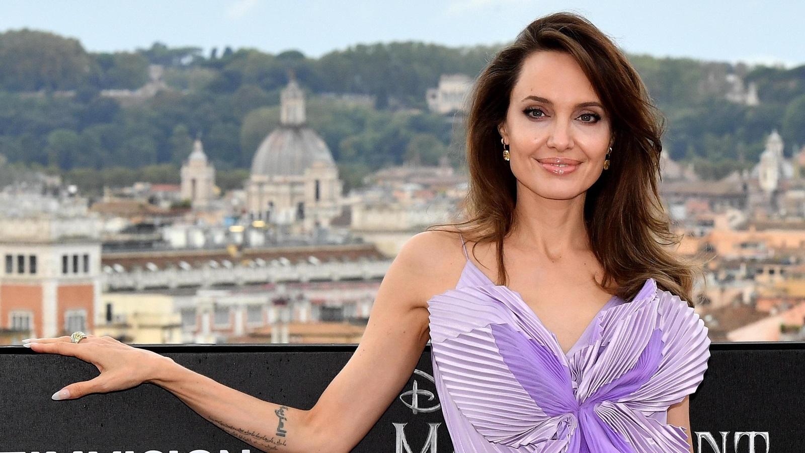 <p>Анджелина Джоли на премиерата на &quot;Господарка на злото&quot; 2 в Рим</p>