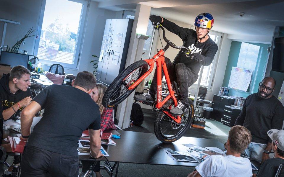 Фабио Уибмер, който превръща триковете с колело в детска игра