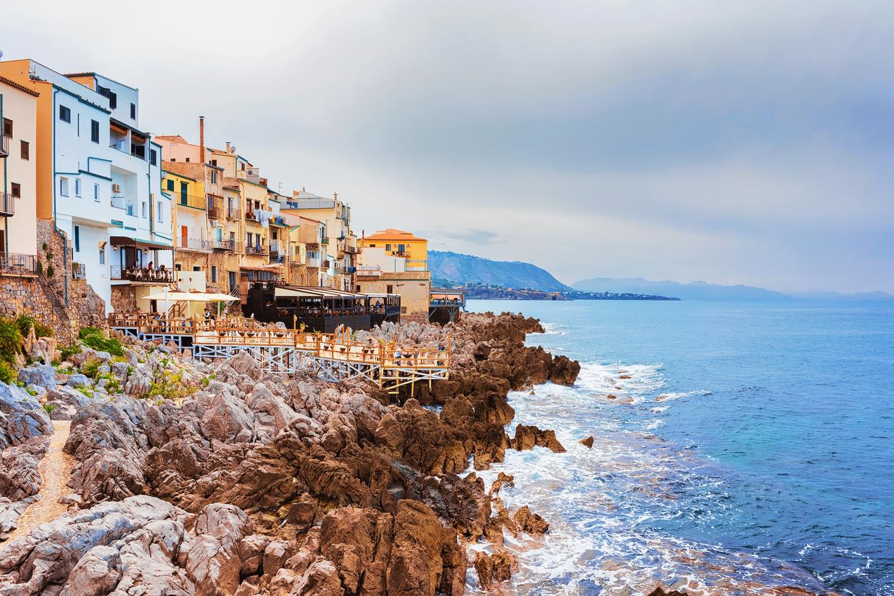 """<p align=""""center""""><strong>ОВЕН &ndash; о-в Сицилия, Италия</strong></p>  <p align=""""center"""">Този южен италиански остров със сигурност ще се съчетае перфектно с огнената ви и бурна същност.</p>"""