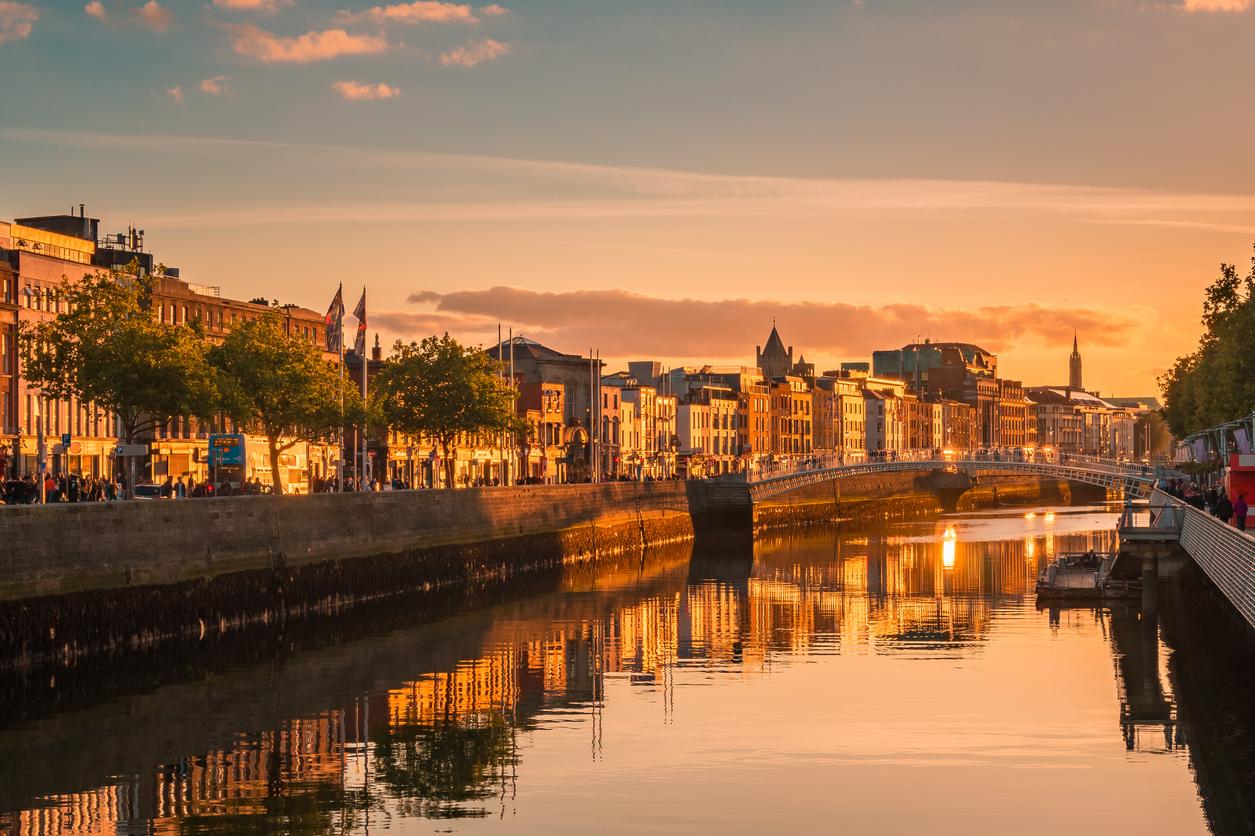 """<p align=""""center""""><strong>ВЕЗНИ &ndash; Дъблин, Ирландия</strong></p>  <p align=""""center"""">Ирландия ще ви се стори прекрасна, тъй като хората там са дружелюбни и усмихнати. Точно каквито сте и вие.</p>"""