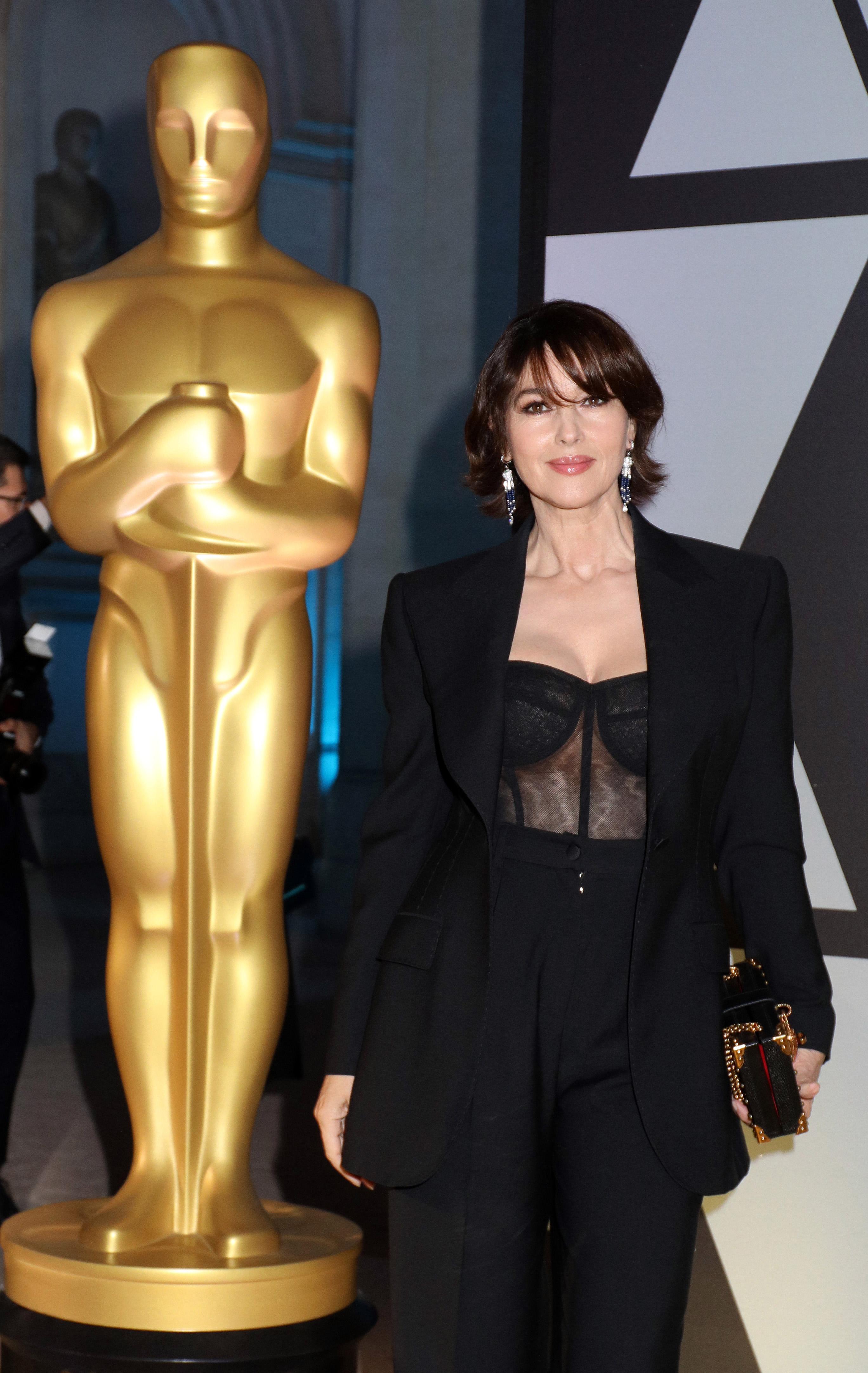 <p>55-годишната актриса пръскаше стил и сексапил, появявайки се на първото италианско събитие на Академията за кинематографично изкуство и наука в двореца Барберини в Рим.</p>  <p>&nbsp;</p>