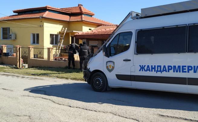 "Намериха 400 гр. тротил при акция срещу ""ало"" измамници"