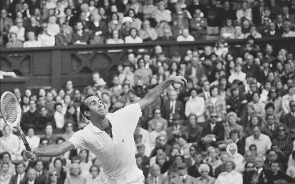 Почина легендарен тенис шампион