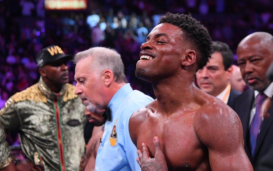 Боксова звезда се катапултира в зверско ПТП