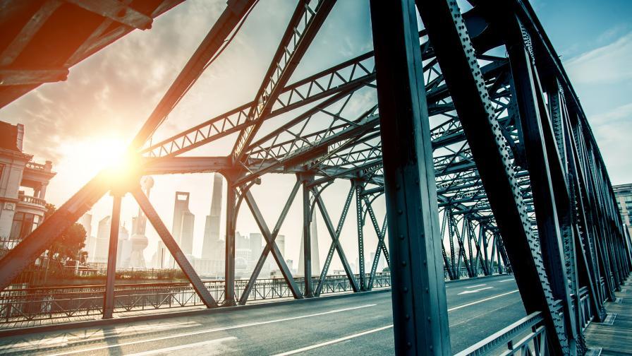 Мост се срути в Китай, загинали