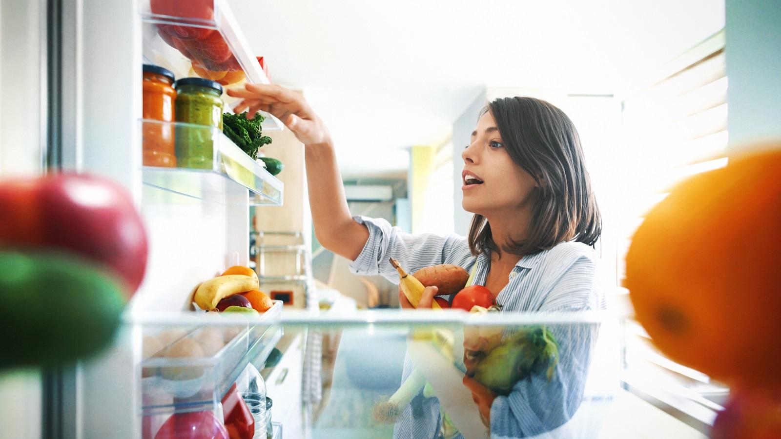 <p><strong>Овен</strong></p>  <p>Овенът ще се разрови в хладилника да търси храна, която ще изяде пред телевизора или компютъра, след което ще се замисли за секс. Най-вероятно сами ще задоволят нагона си без много да се церемонят. След това, доволни от себе си, ще отидат на фитнес или среща с приятели.</p>