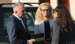 <p>Иванчева и Петрова остават под домашен арест</p>