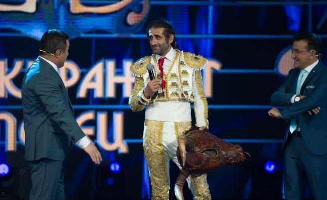 """Филип Аврамов - """"Бикът"""", слезе от сцената на """"Маскирания певец"""""""