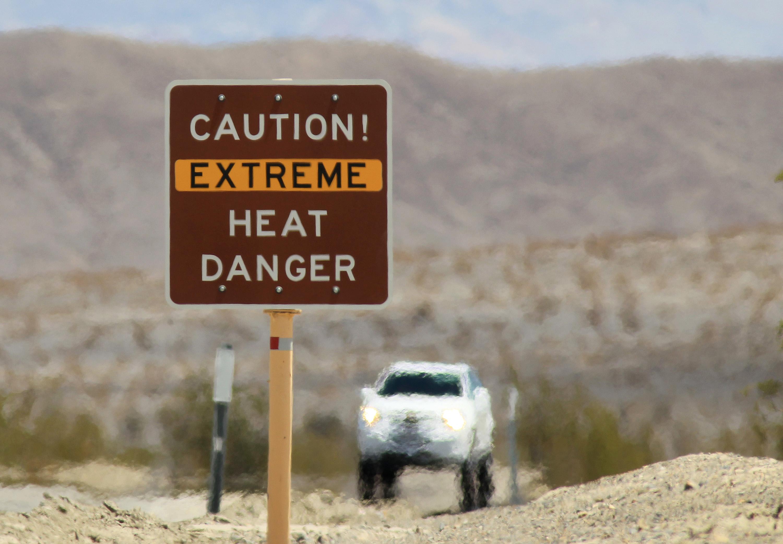 <p>Долината на смъртта в Калифорния, САЩ. Там е измерена най-високата температура - 56.7 &deg;C през 1913 г.</p>