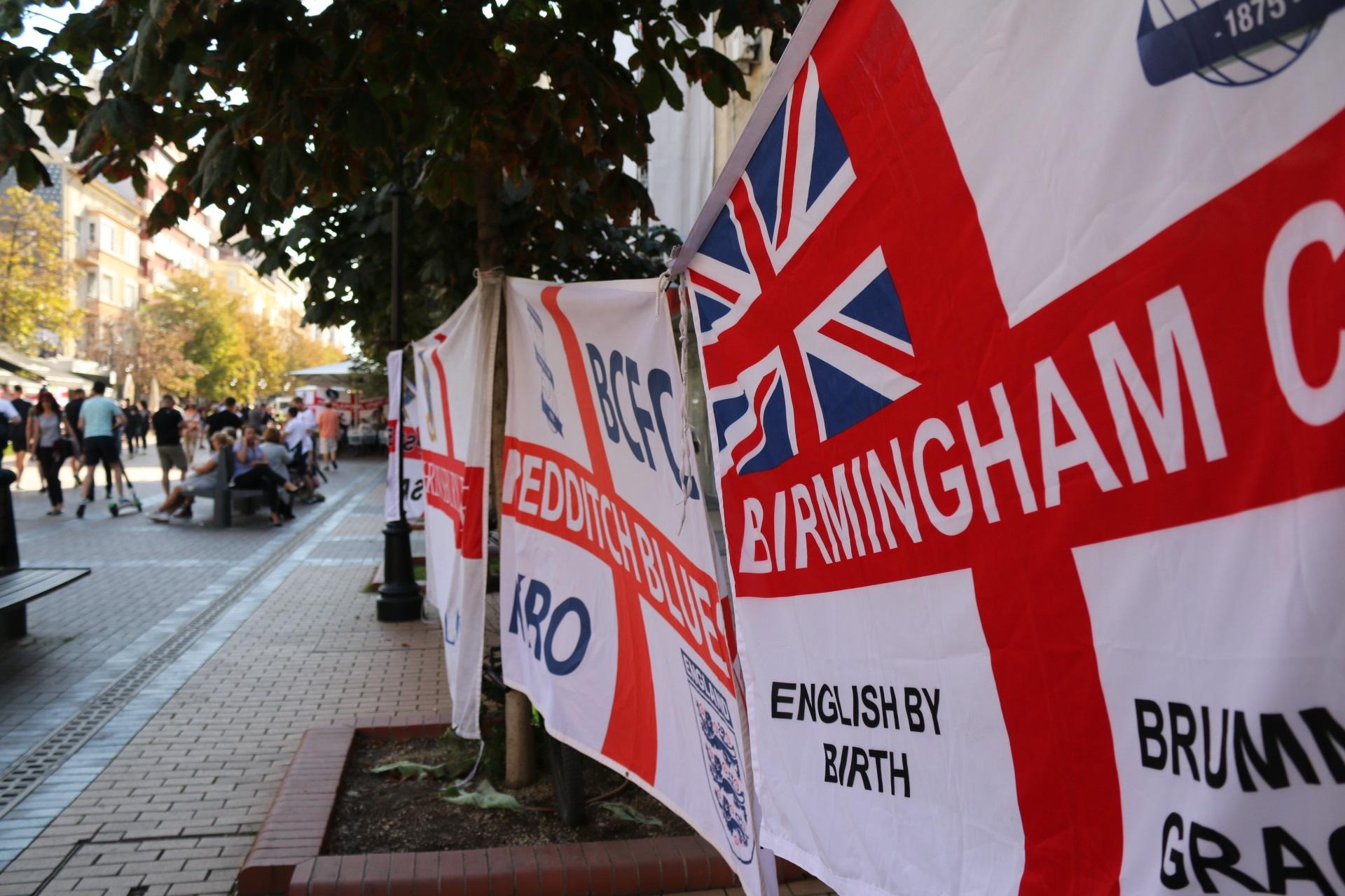 <p>Феновете на Англия в центъра</p>