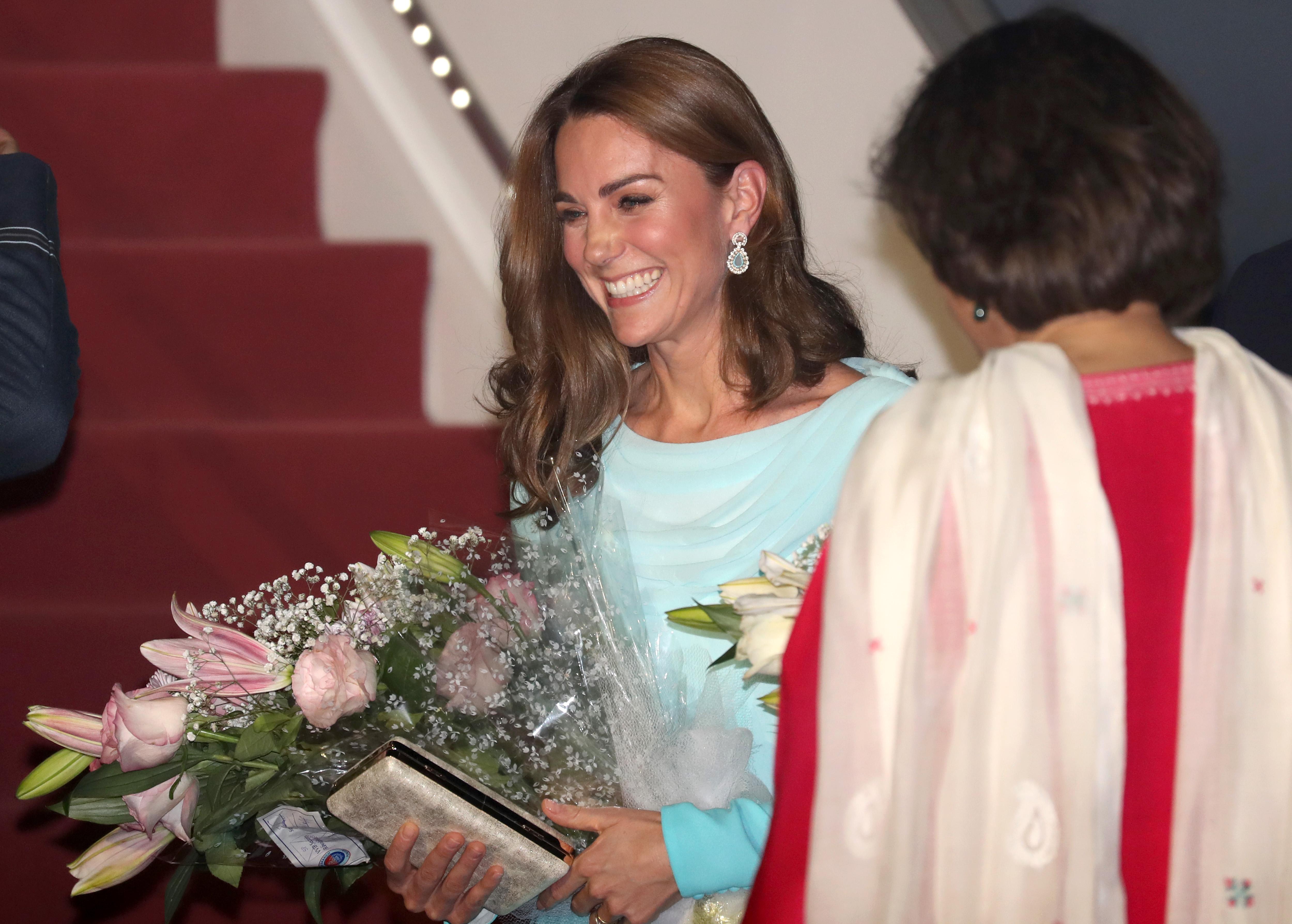 <p>Британският приц Уилям и съпругата му Катрин пристигнаха на 5-дневно официално посещение в Пакистан.<br /> &nbsp;</p>