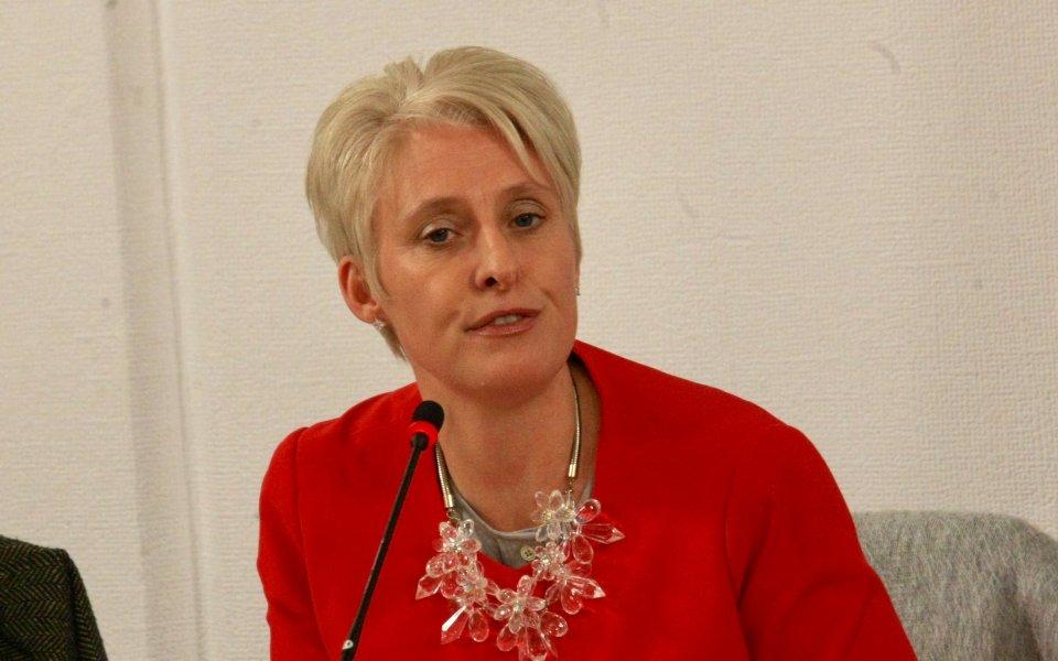 Британският посланик в България Ема Хопкинс призова европейската футболна централа