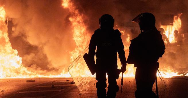 Снимка: В Испания се бият, МВнР: Не ходете в Каталуния